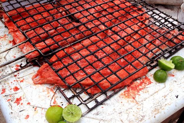 Filé de peixe grelhado molho achiote vermelho tikinchik maia