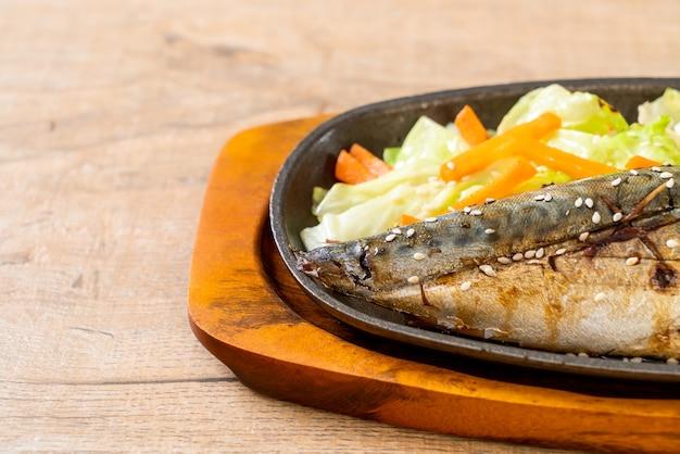 Filé de peixe saba grelhado com molho teriyaki