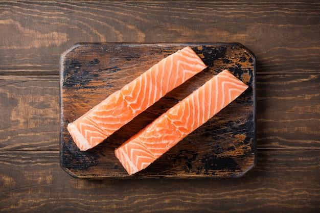 Filé de salmão cru fresco, lay plana