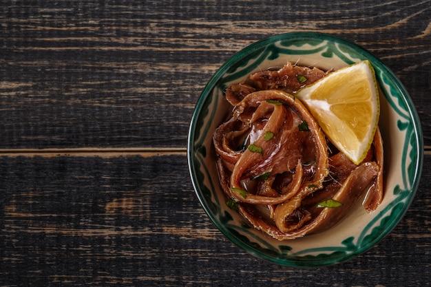 Filetes de anchova com azeite e limão.