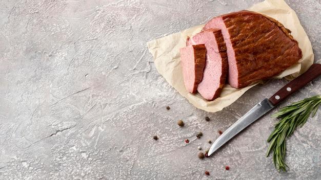 Filetes de carne com espaço para texto