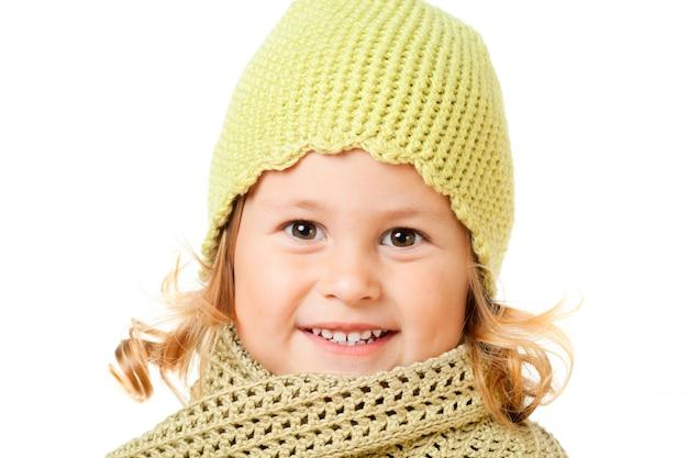Filho bonito no chapéu de malha