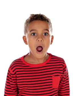 Filho surpreso abrir a boca