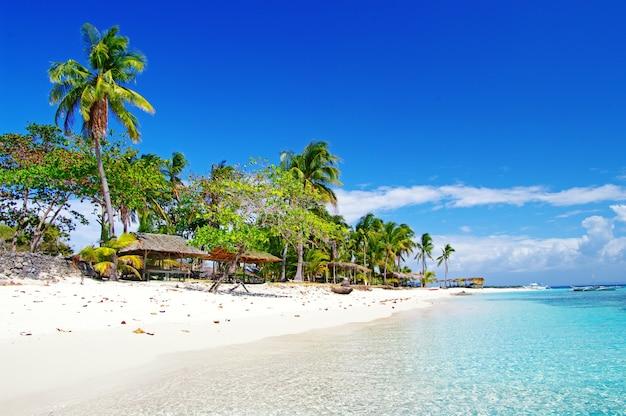 Filipinas. férias relaxantes tropicais na ilha de bantayan.