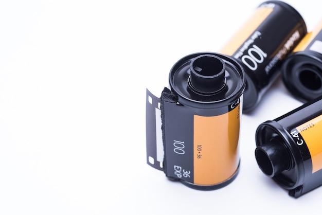 Filme da foto no cartucho isolado no fundo branco.