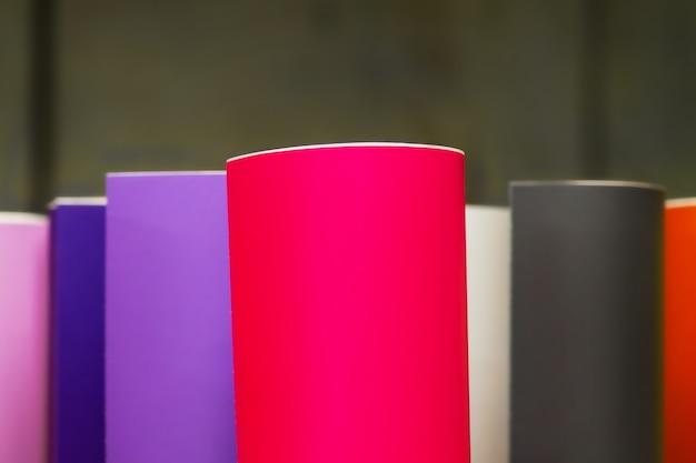 Filmes adesivos coloridos. material para anunciantes. plotter.