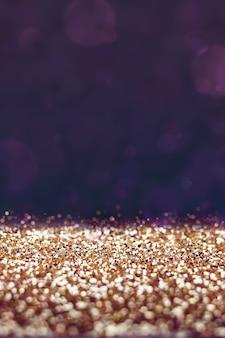 Filtro vintage, piso de glitter dourados com fundo roxo bokeh