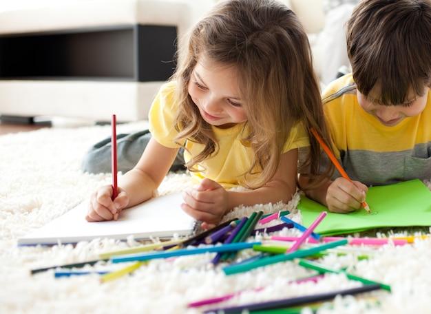 Fim, cima, crianças, desenho, mentindo, chão