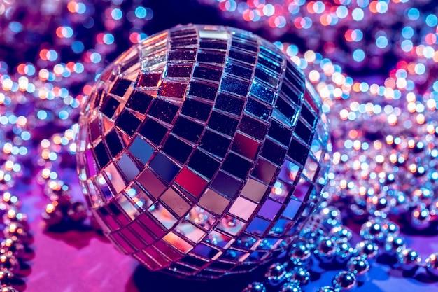 Fim da bola do disco das luzes do partido acima. discoteca