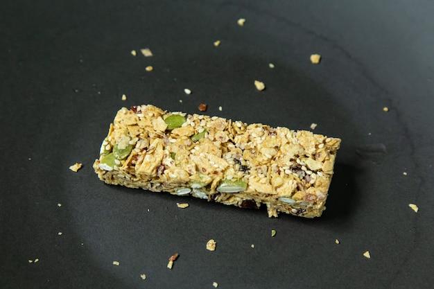 Fim da imagem do alimento da dieta saudável da barra do cereal acima.