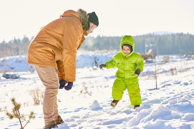 Fim de semana de inverno de pai e filho