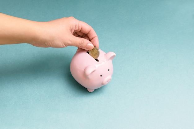 Finanças, economia ou poupar dinheiro, moedas