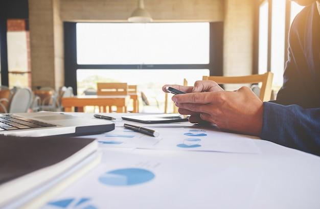 Finanças pessoal conta gerente de discussão local de trabalho