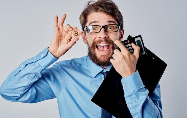 Financiador de homem de negócios na criptomoeda de tecnologia de economia de óculos. foto de alta qualidade