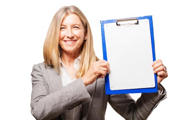 Financiar sorrindo relatórios businesswoman