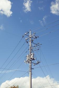 Fio elétrico e poste de tecnologia