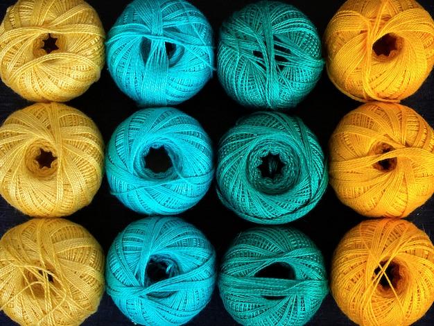 Fios coloridos para tricotar