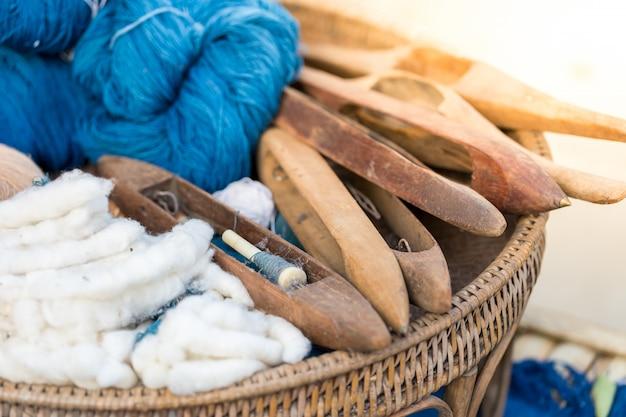 Fios de algodão feitos a partir do tecido dos habitantes locais.