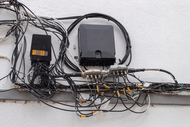 Fios de eletricidade emaranhados