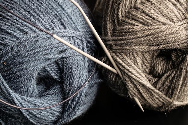 Fios de tricô e tricô, novelo de lã