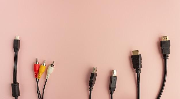 Fios e cabos de comunicação eletrônica, de informação, computador e internet. tecnologias de internet do futuro.