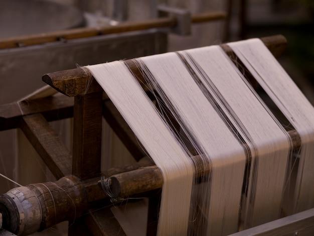 Fios em uma fábrica de tapetes em kusadasi turquia