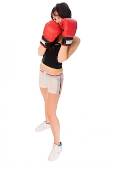 Fit menina com luvas de boxe