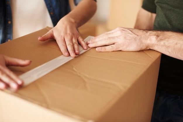 Fita adesiva na caixa