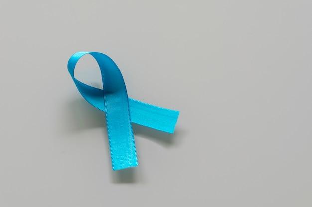 Fita azul da campanha de prevenção do câncer de próstata. novembro azul. a saúde dos homens