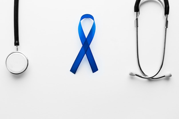 Fita azul e estetoscópio