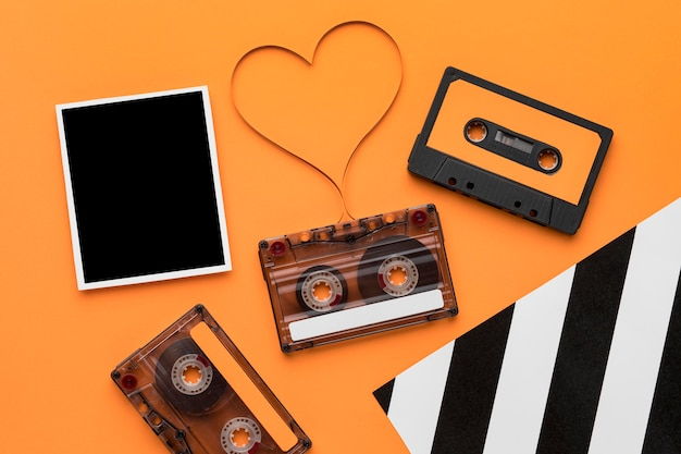 Fita cassete com filme de gravação magnética e foto vintage