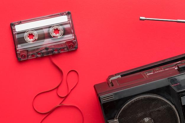 Fita cassete de vista superior e rádio