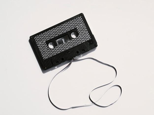 Fita cassete quebrada moderna preta