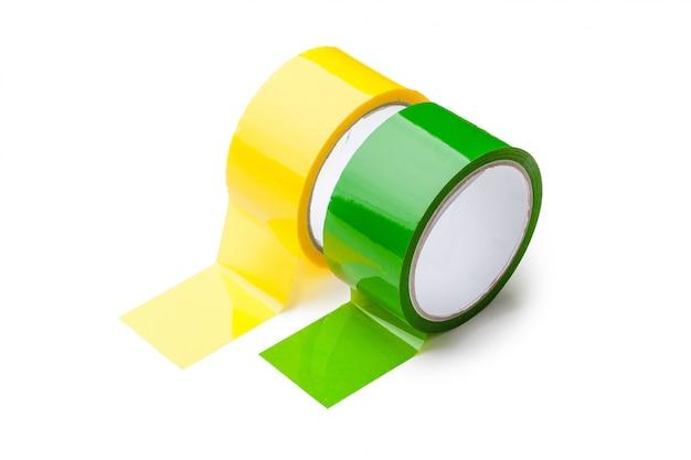 Fita colorida em grandes rolos