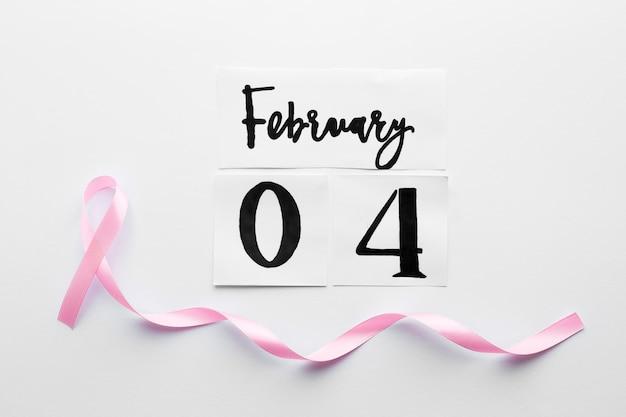 Fita cor-de-rosa em 4 de fevereiro escrita