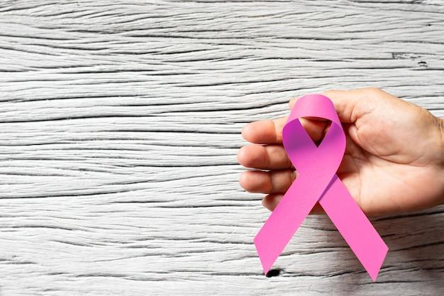Fita cor-de-rosa para o dia da campanha do cancro da mama.