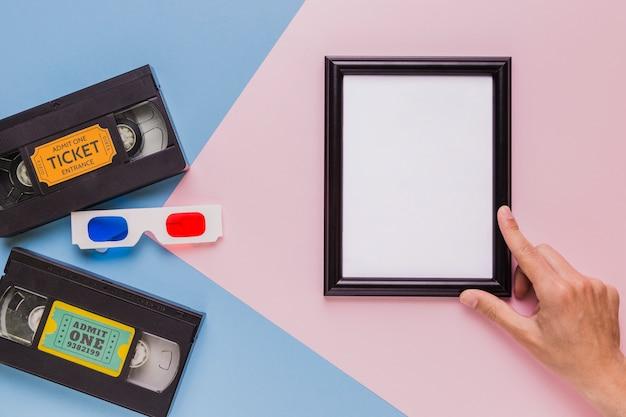 Fita de vídeo com óculos 3d e um quadro
