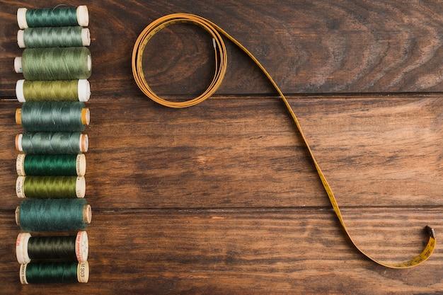 Fita métrica de costura com bobinas de fio