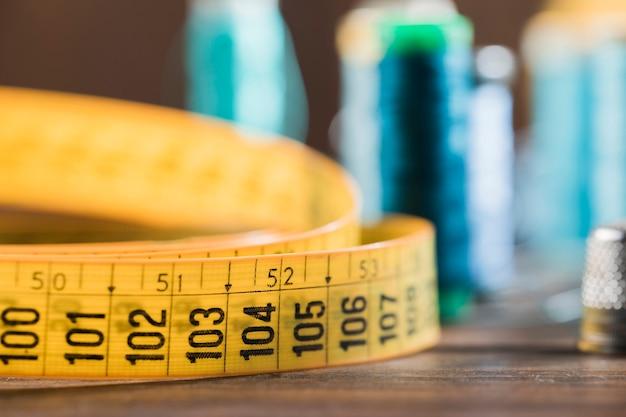 Fita métrica de costura com dedal