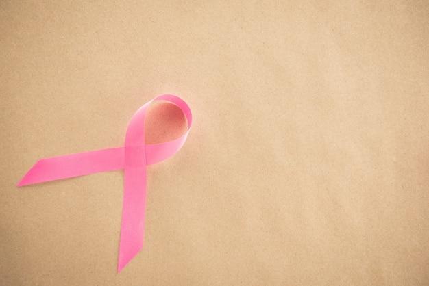 Fita rosa cetim, símbolo de apoio à campanha de conscientização sobre o câncer de mama em outubro