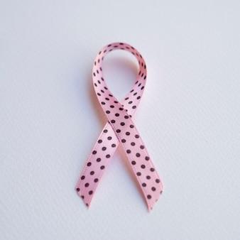 Fita rosa vista superior com pontos pretos