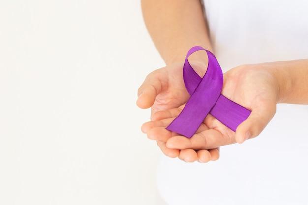 Fita roxa ou violeta. câncer de pâncreas, câncer testicular, sobrevivente de câncer, leiomiossarcoma.