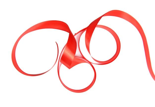 Fita vermelha brilhante isolada no branco