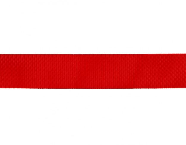 Fita vermelha têxtil isolada no branco