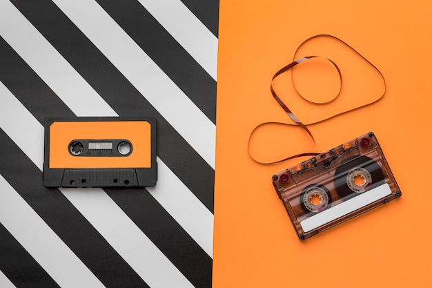 Fitas cassete com filme de gravação magnética