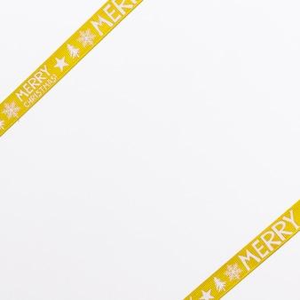 Fitas de embrulho amarelo para o natal