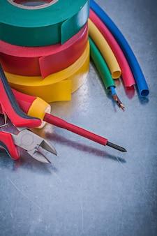 Fitas de isolamento alicate de corte fios elétricos chave de fenda isolada, conceito de construção