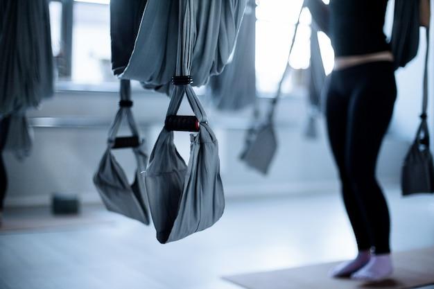 Fitness aero yoga em uma aula de fitness