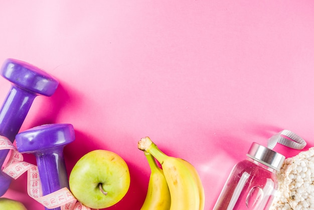 Fitness e alimentação saudável em rosa