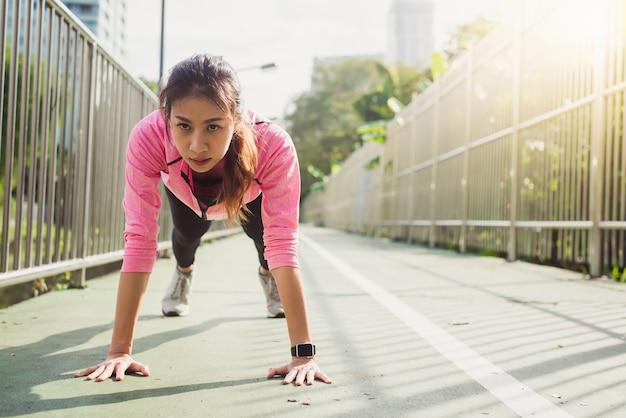 Fitness esporte, menina, moda, sportswear, fazer, yoga, fitness, exercício, rua